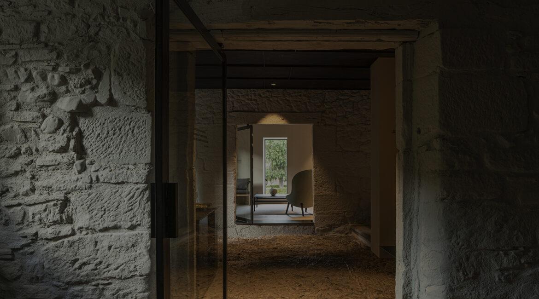 slider1 lineas puras 1170x650 - de zeen: El hotel Casa Grande en España ocupa una casa señorial de piedra del siglo XVIII