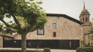 minimalista revista 300x167 - AD  lugares Una estancia serena en la Rioja