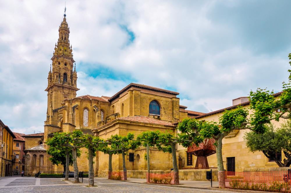 shutterstock 1602223870 1 - Turismo cultural: Las joyas del románico en La Rioja